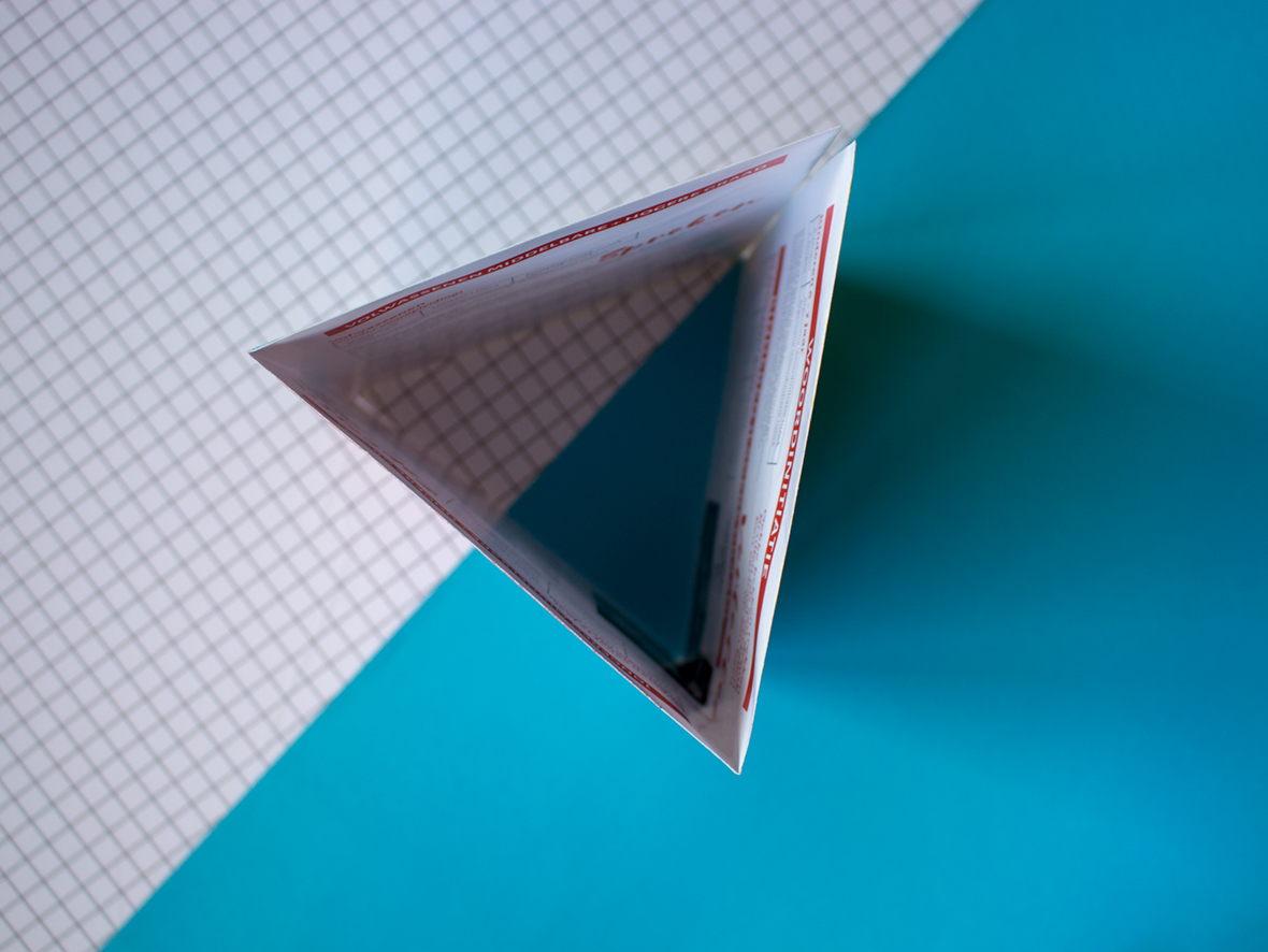 brochure triangle